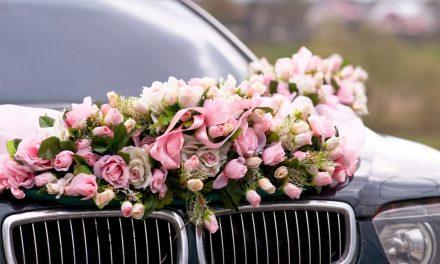 Die Dekoration des Brautwagens