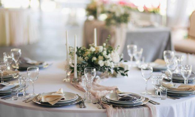 Hochzeitsdekoration für die Festtafel