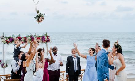 Brautstrauß werfen- ein alter Brauch